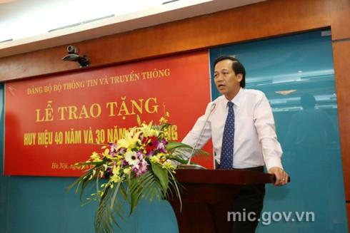 Bộ trưởng Nguyễn Bắc Son nhận huy hiệu 40 năm tuổi Đảng - ảnh 3