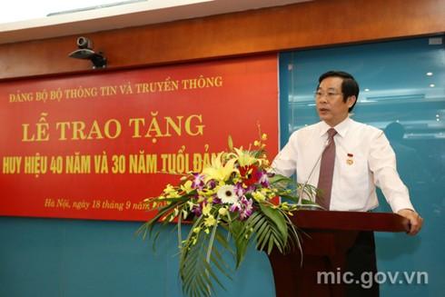 Bộ trưởng Nguyễn Bắc Son nhận huy hiệu 40 năm tuổi Đảng - ảnh 2