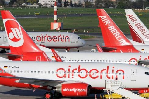 Máy bay chở khách của Air Berlin mất 1 bánh khi hạ cánh - ảnh 1