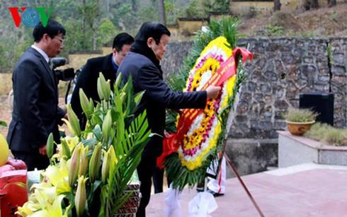 Chủ tịch nước dâng hương tưởng nhớ liệt sĩ bảo vệ biên giới phía Bắc - ảnh 1