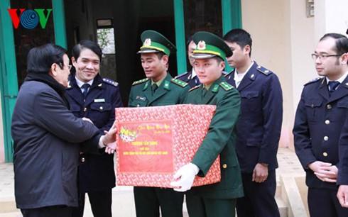 Chủ tịch nước dâng hương tưởng nhớ liệt sĩ bảo vệ biên giới phía Bắc - ảnh 4