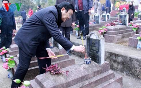 Chủ tịch nước dâng hương tưởng nhớ liệt sĩ bảo vệ biên giới phía Bắc - ảnh 2