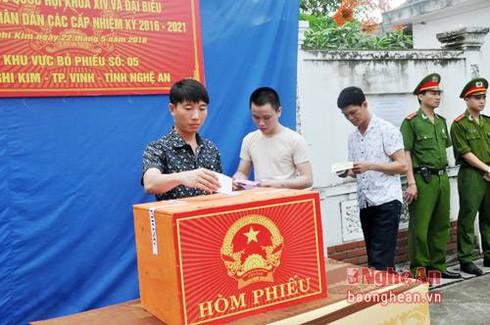 Nghệ An: 727 cử tri ''đặc biệt'' bỏ phiếu tại trại tạm giam Nghi Kim - ảnh 1
