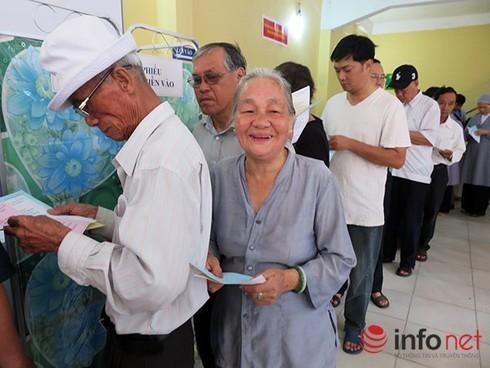 Cử tri nô nức đi bầu cử ĐBQH khóa 14 và đại biểu HĐND các cấp - ảnh 12