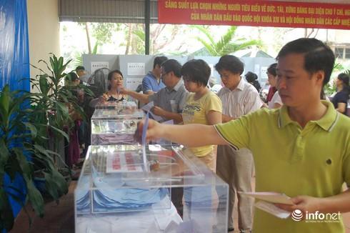 Cử tri nô nức đi bầu cử ĐBQH khóa 14 và đại biểu HĐND các cấp - ảnh 8
