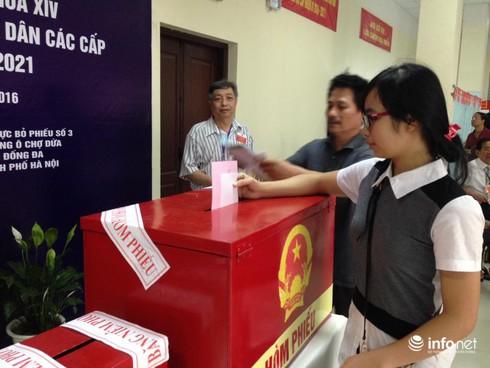 Cử tri nô nức đi bầu cử ĐBQH khóa 14 và đại biểu HĐND các cấp - ảnh 2