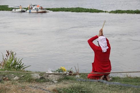 Chìm tàu trong đêm, bé 3 tuổi rơi xuống sông mất tích - ảnh 3