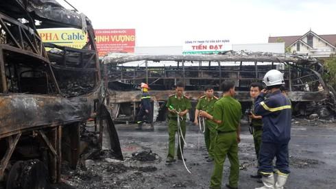 Tai nạn thảm khốc ở Bình Thuận: Nhà xe Phương Trang đang khắc phục hậu quả - ảnh 1