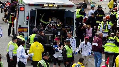 Khủng bố kinh hoàng tại Boston, 3 người chết, 141 người bị thương - ảnh 2