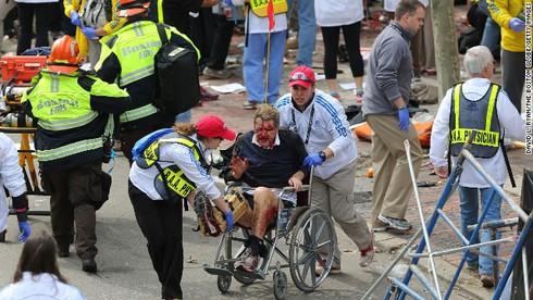 Khủng bố kinh hoàng tại Boston, 3 người chết, 141 người bị thương - ảnh 3