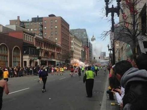 Khủng bố kinh hoàng tại Boston, 3 người chết, 141 người bị thương - ảnh 1