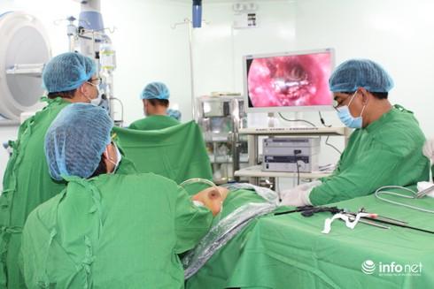 Lần đầu tiên mổ nội soi tuyến giáp tại Bệnh viện Chợ Rẫy Phnom Penh - ảnh 1