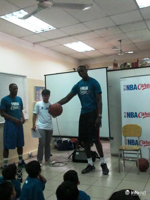 Ngôi sao bóng rổ NBA truyền lửa cho trẻ em đường phố - ảnh 3
