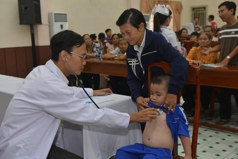 Trẻ nghèo được phẫu thuật và can thiệp tim miễn phí - ảnh 1