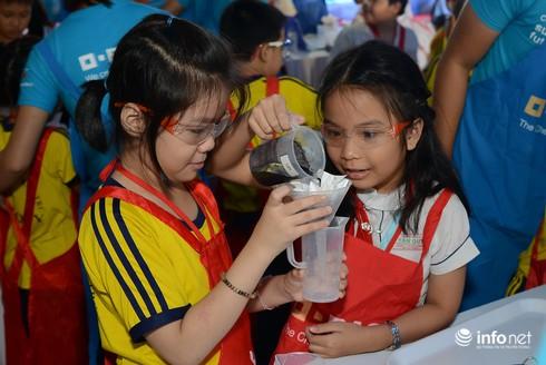 500 học sinh tham gia thí nghiệm về nước sạch - ảnh 2