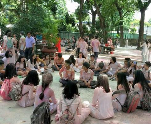 Thực hư việc học sinh ném bột màu vào trường trong ngày bế giảng - ảnh 2