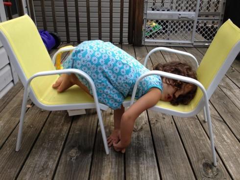 Cười ngặt nghẽo với các tư thế ngủ chỉ có ở trẻ em - ảnh 10