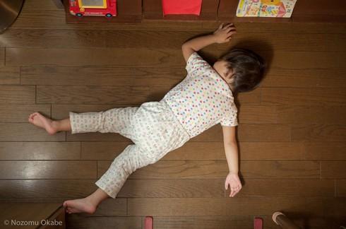 Cười ngặt nghẽo với các tư thế ngủ chỉ có ở trẻ em - ảnh 16