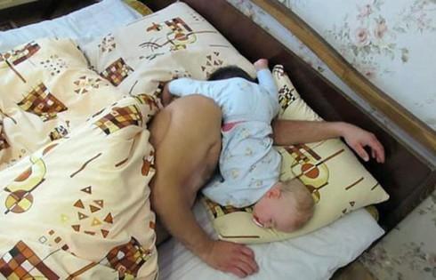Cười ngặt nghẽo với các tư thế ngủ chỉ có ở trẻ em - ảnh 21