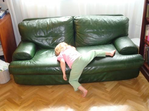 Cười ngặt nghẽo với các tư thế ngủ chỉ có ở trẻ em - ảnh 7