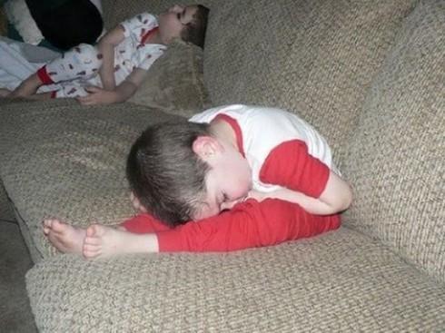 Cười ngặt nghẽo với các tư thế ngủ chỉ có ở trẻ em - ảnh 8