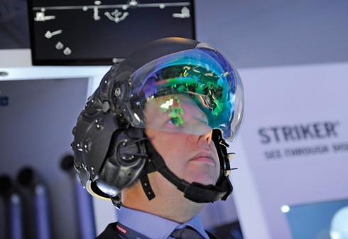 Phi công đối mặt với nguy cơ bị gãy cổ khi điều khiển F-35 - ảnh 3