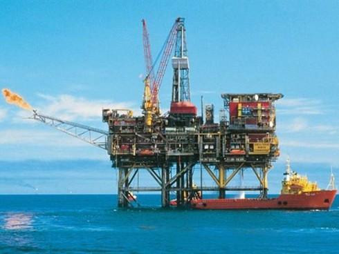 """Mỹ dỡ bỏ lệnh cấm xuất khẩu dầu nhằm làm """"lụt"""" nền kinh tế Nga? - ảnh 1"""