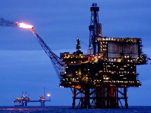 """Mỹ dỡ bỏ lệnh cấm xuất khẩu dầu nhằm làm """"lụt"""" nền kinh tế Nga? - ảnh 2"""