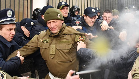 """Kiev sẵn sàng """"phá nát quan hệ"""" với Moscow - ảnh 1"""