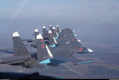 Tiêm kích SU-34 và Tu-22M3 'song kiếm hợp bích' dội bom IS tại Syria - ảnh 1