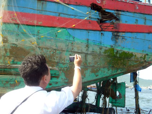 Chấn động: Clip quay cảnh tàu TQ tàn bạo, đâm chìm tàu cá Việt Nam - ảnh 2