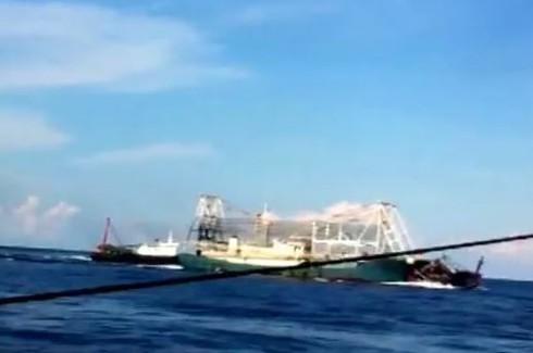 Chấn động: Clip quay cảnh tàu TQ tàn bạo, đâm chìm tàu cá Việt Nam - ảnh 8