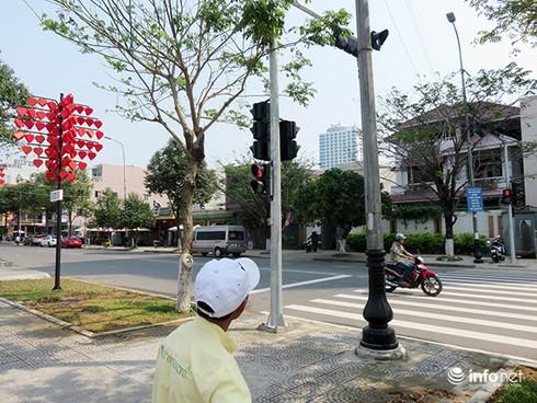 Đà Nẵng: Người dân lạ lẫm với đèn tín hiệu dành cho người đi bộ qua đường - ảnh 3