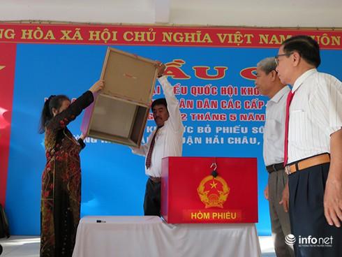 Bí thư, Chủ tịch Đà Nẵng tham gia bỏ phiếu từ sáng sớm - ảnh 3
