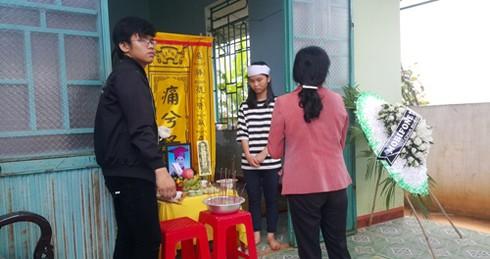 Đám tang 4 học sinh đuối nước ở Gia Lai: Bố còn nợ con một buổi đi chơi - ảnh 2
