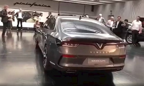 Bất ngờ xuất hiện hình ảnh thực tế xe hơi gắn logo Vinfast của tỷ phú Phạm Nhật Vượng - ảnh 1