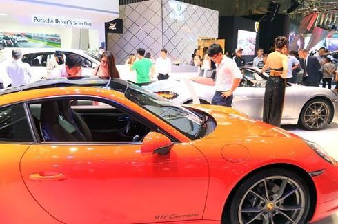 Giá ô tô sắp tăng mạnh vì tỷ giá đô tăng? - ảnh 1