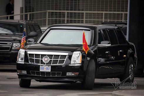 Quả cầu đen bí ẩn trên nóc xe hộ tống Tổng thống Trump