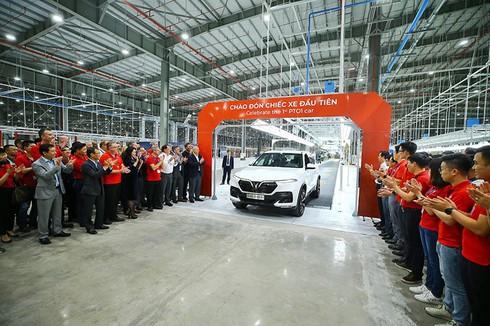 VinFast hoàn thành sản xuất ô tô đầu tiên, Lux SA 2.0 đã lăn bánh thử nghiệm tại Việt Nam - ảnh 2