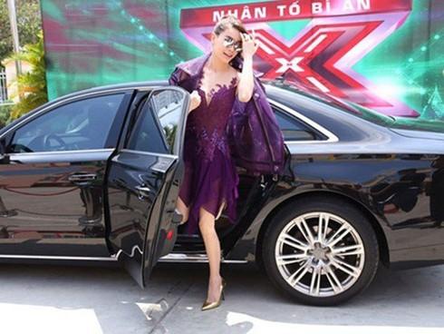 Chán ca hát, Hồ Ngọc Hà lái xe sang Rolls-Royce chạy Uber?