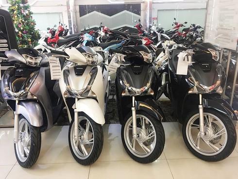 Xe máy Honda giảm giá tại đại lý: SH vẫn chênh giá cao, nhiều xe đang bán dưới giá đề xuất - ảnh 1