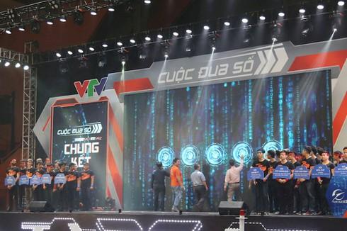 Sinh viên 9 trường đại học Việt Nam, Anh, Nga đua tài tại Chung kết Cuộc đua số 2018-2019