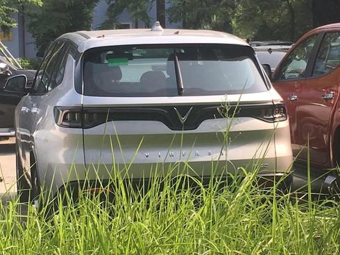 Xe VinFast Lux SA2.0 xuất hiện tại Cục Đăng kiểm - ảnh 2