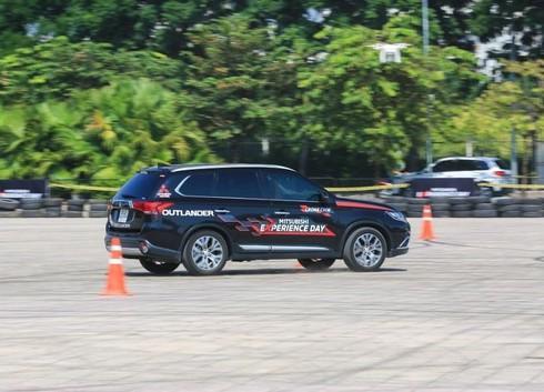 Giá xe ô tô Mitsubishi ở Việt Nam liên tục giảm, khuyến mại nhiều - ảnh 1