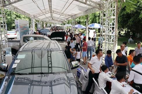 Hàng trăm ô tô cũ, mới góp mặt tại hội chợ xe đầu tiên ở phía Bắc - ảnh 1