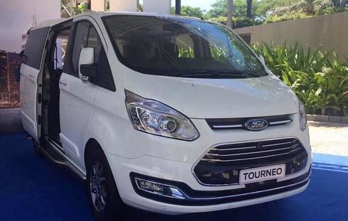 Ford Tourneo lộ thêm hình ảnh và thông tin trước khi ra mắt - ảnh 2