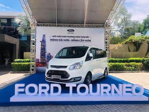 Ford Tourneo lộ thêm hình ảnh và thông tin trước khi ra mắt - ảnh 1