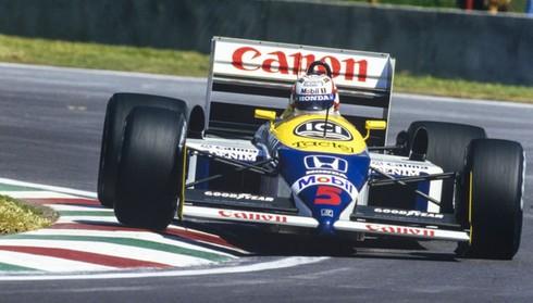 Tại sao các tay đua F1 phải nằm khi lái xe? - ảnh 1