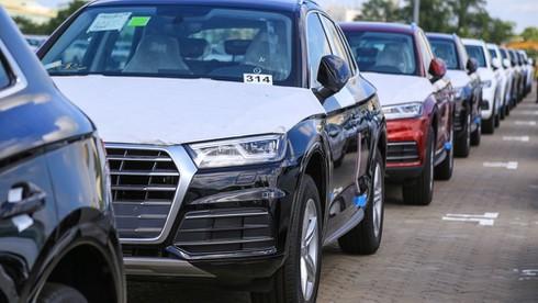 Giá xe nhập khẩu giảm hàng trăm triệu, khách Việt