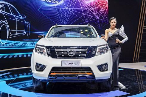 Nissan Livinia lỡ hẹn, Nissan Việt Nam trở lại với Navara Black Edition A-IVI - ảnh 1